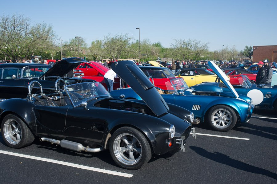 The problem with 427 Cobra's is I can't tell which cars are real and which ones are repli-cars.  They all look good and I would drive any of them, but the real deal would be way cooler.