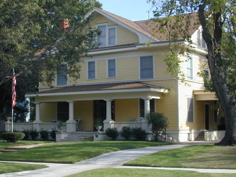 Many homes in Mesta Park were built in the early 1900's.